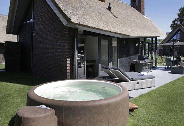 Tien vakantiehuisjes met een jacuzzi wow for Huisje met sauna en jacuzzi 2 personen